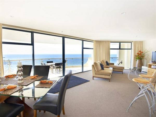 TWIN TOWER Three Bedroom - Ocean & Harbour View