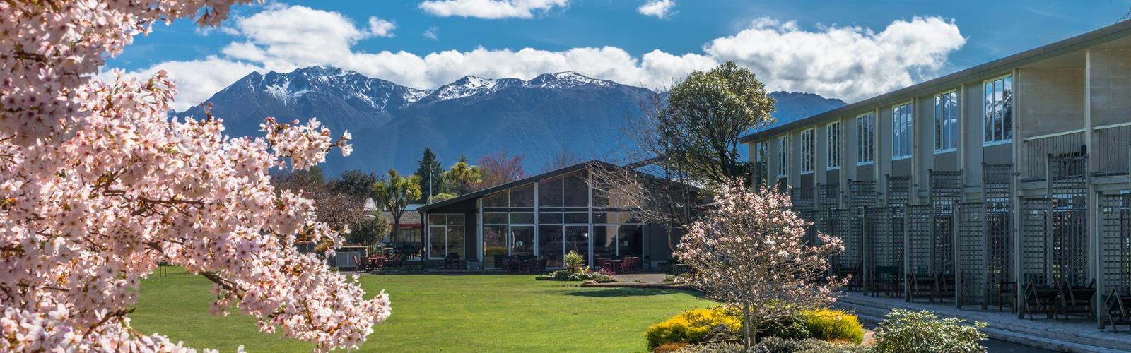 Distinction te anau hotel villas lake te anau milford for Distinctive villas