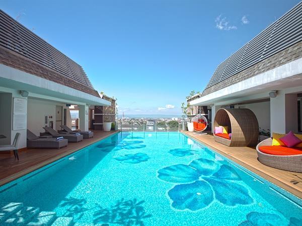 8 hotel di jogja dengan kolam renang di rooftop womantalk for Jogja plaza hotel swimming pool
