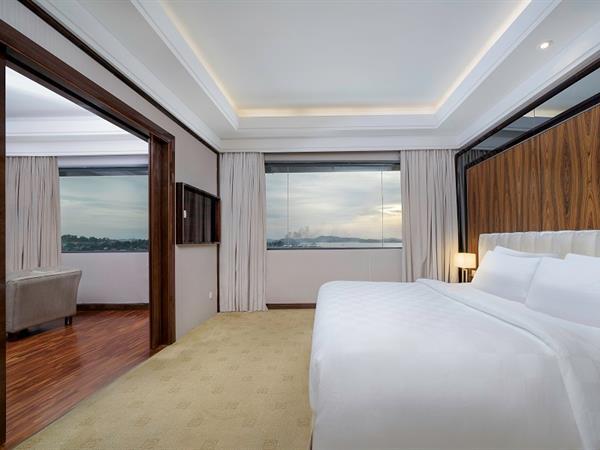 Junior Suite Swiss-Belhotel Harbour Bay