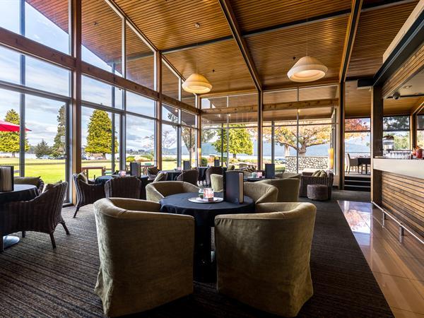 The Explorer Bar Distinction Te Anau Hotel & Villas