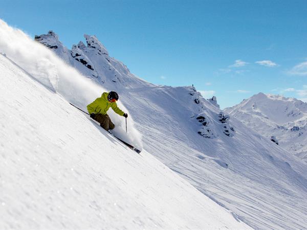 Skiing & Snowboarding Distinction Wanaka Alpine Resort