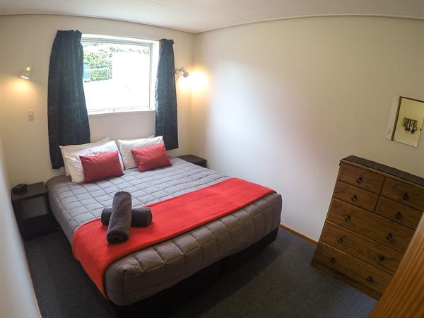 1-Bedroom Self-Contained Unit Mt. Aspiring Holiday Park