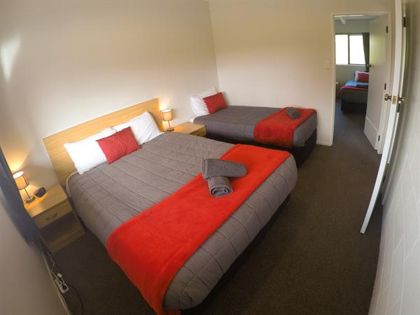 2-Bedroom Self-Contained Unit (Sleeps 6) Mt. Aspiring Holiday Park