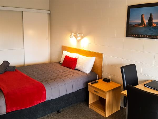 Self-Contained Ensuite Studio (Sleeps 3) Mt. Aspiring Holiday Park