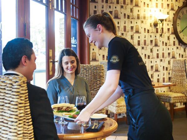 La Patio Café & Bar Distinction Coachman Hotel Palmerston North