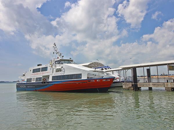 Harbour Bay Shopping Mall dan Ferry Terminal ke Singapura Zest Harbour Bay Batam