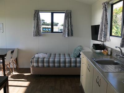 Ensuite Studio Unit 8 Oakura Beach Holiday Park
