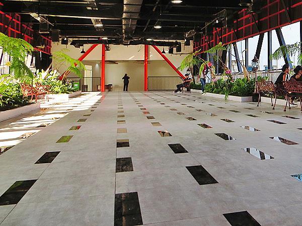 The Hanging Garden Surabaya Zest Hotel Jemursari