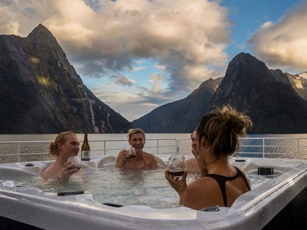 Luxury Cruising Fiordland