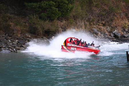 South Island - Queenstown, Milford Sound, Mount Cook & Christchurch