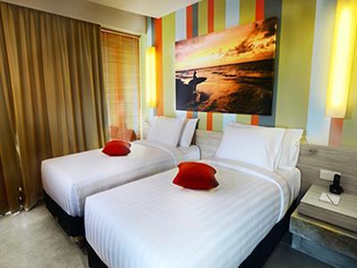 Deluxe Lagoon Bliss Surfer Hotel