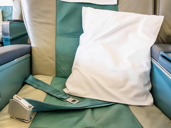 7 Sleeping Tips to Help Prevent Jet Lag While Travelling For Business