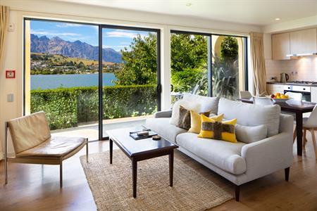 1 Bedroom Lakefront Suite