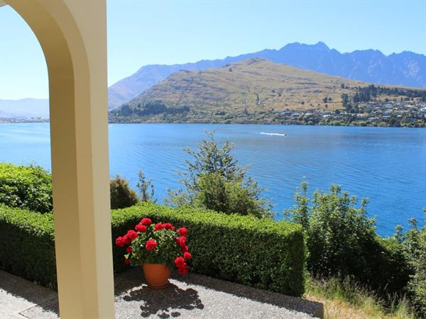 1 Bedroom Lakefront Suite