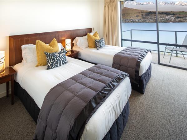 2 Bedroom Lakefront Villa Villa del Lago