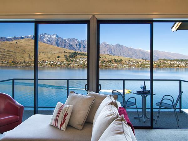 3 Bedroom Lakefront Villa Villa del Lago