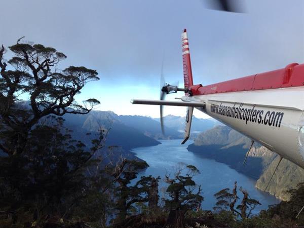 Fiordland Helicopter Combo Distinction Luxmore Hotel Lake Te Anau