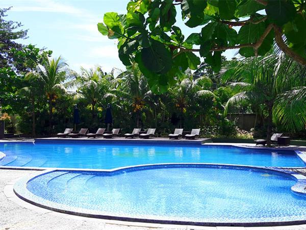 Kolam Renang Swiss-Belhotel Lampung