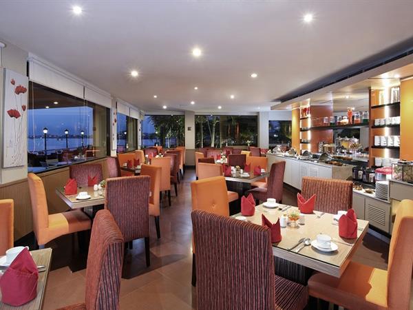 Swiss-Café Restaurant Swiss-Belhotel Silae Palu