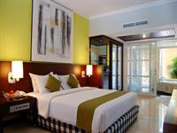 Deluxe Courtyard/Club Room