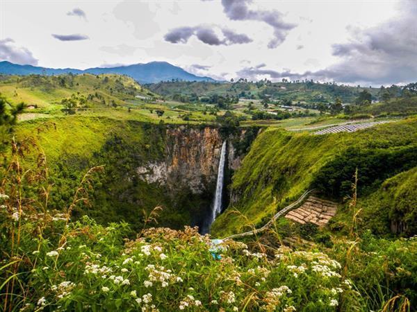 Sipisopiso Waterfall Swiss-Belinn Medan