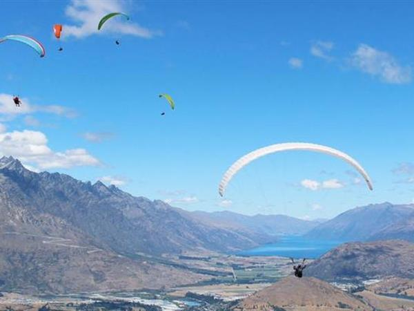 Paragliding & Hang Gliding Swiss-Belresort Coronet Peak, Queenstown, New Zealand