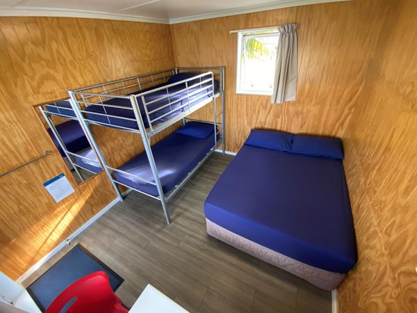 STANDARD FAMILY CABIN Whanganui River Top 10 Holiday Park