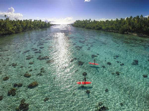 10best.com - Make your South Pacific dreams come true at this luxurious resort Le Taha'a by Pearl Resorts