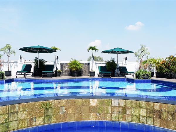 Roof Top Swimming Pool Arion Swiss-Belhotel Bandung