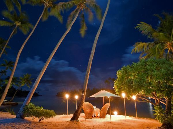 Dîner sur la plage Le Taha'a Island Resort & Spa