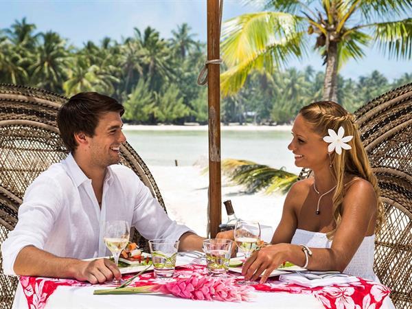 Déjeuner sur  un Motu Le Taha'a Island Resort & Spa