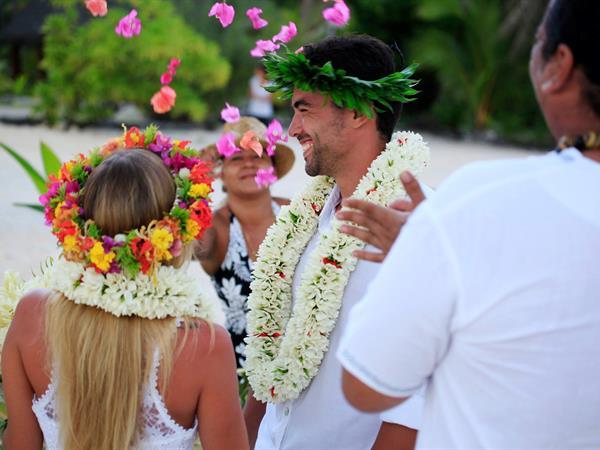 Nanati, Renewal of Vows Tikehau Pearl Beach Resort