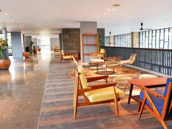 Lobby Lounge & Poolside Bar Swiss-Belresort Belitung