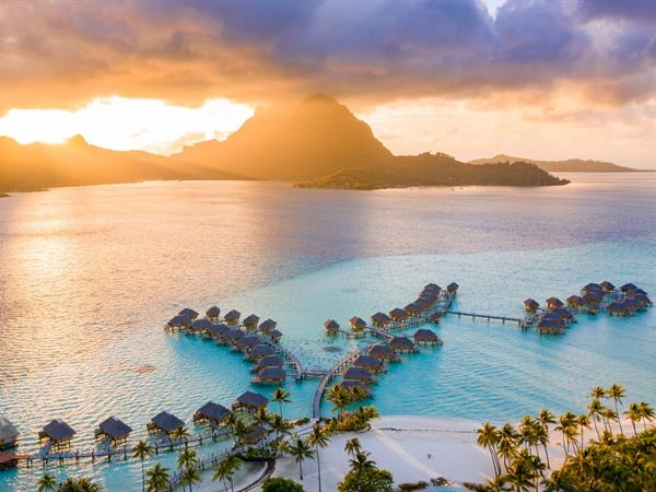 30% off for a 3-night stay minimum, breakfast and dinner included