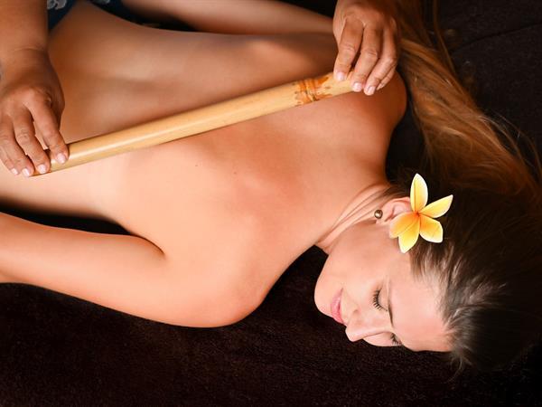 Massage Taurumi Pou Le Bora Bora by Pearl Resorts