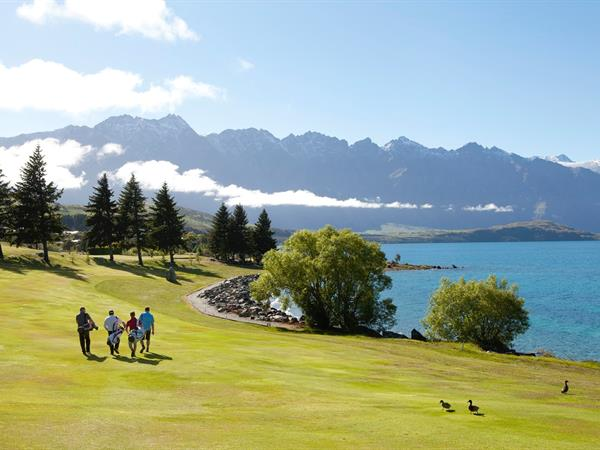 Time to discover World-Class Greens Swiss-Belsuites Pounamu Queenstown
