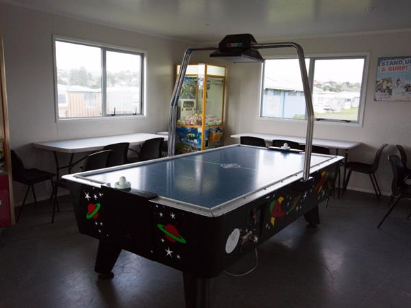 Games - Pool - TV