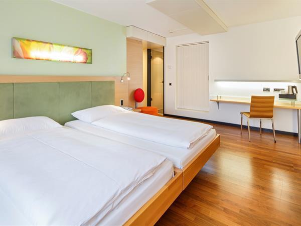 Comfort Twin Room Swiss-Belhotel du Parc