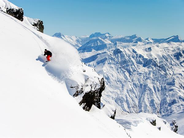 8 Reasons Why Queenstown Should Be Your Skiing Destination Swiss-Belsuites Pounamu, Queenstown, New Zealand