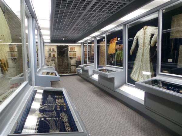 متحف طارق رجب سويس-بل بوتيك بنيد القار الكويت