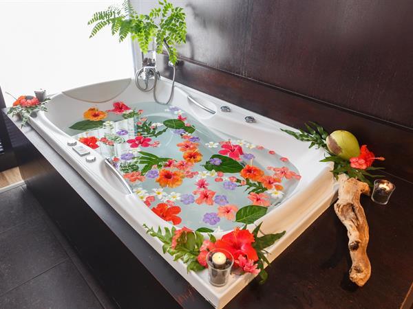 Parataito Bath Le Tahiti by Pearl Resorts
