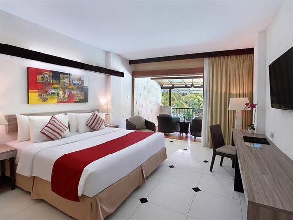 Premier Pool View Room Swiss-Belhotel Segara