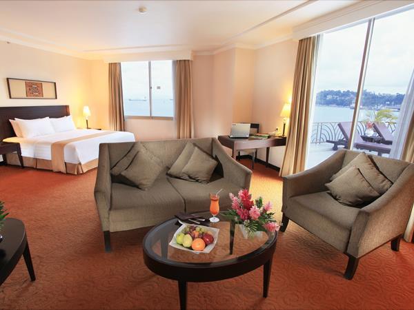 Executive Suite Balcony Swiss-Belhotel Papua