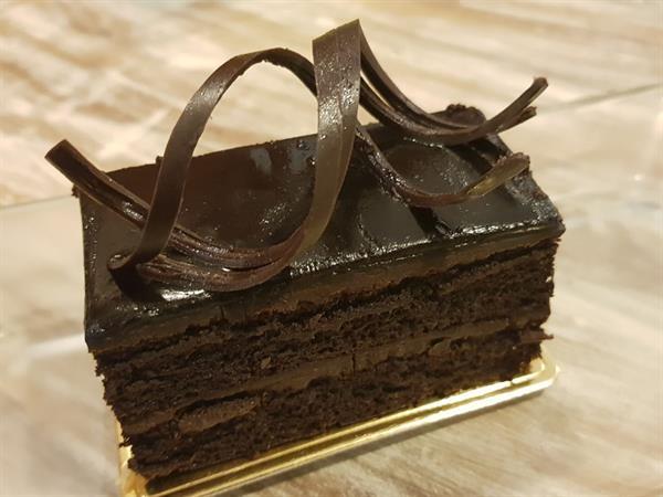 Cake Happy Hour Swiss-Belresort Watu Jimbar
