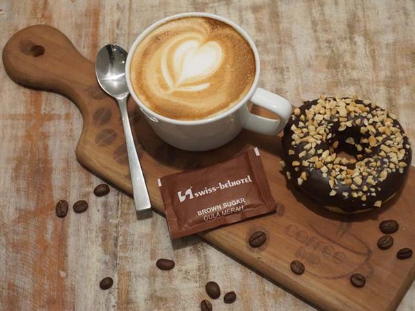 Coffee Shop Swiss-Belresort Watu Jimbar