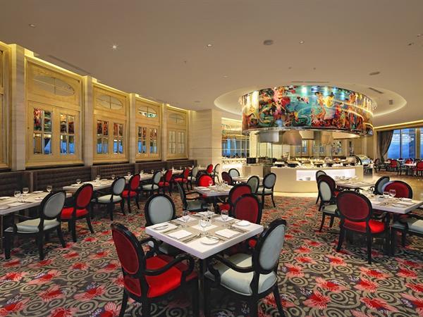 Kamar dengan Makan Malam Hotel Ciputra World Surabaya