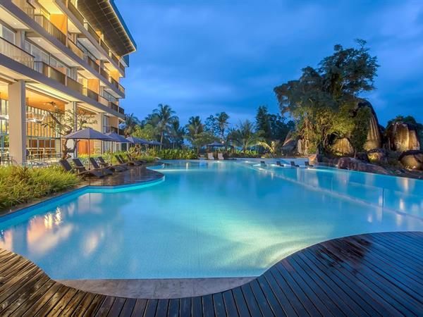 Kolam Renang Swiss-Belresort Belitung