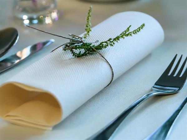Paket Table Manner Swiss-Belinn Simatupang