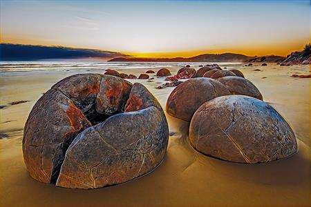 Tour 4 -Moeraki Boulders + Silverfern